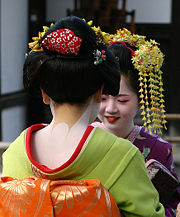 180px-Geisha-kyoto-2004-11-21.jpg