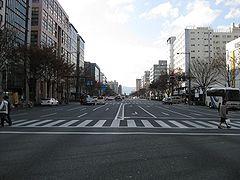 240px-Oike_dori_kyoto.jpg